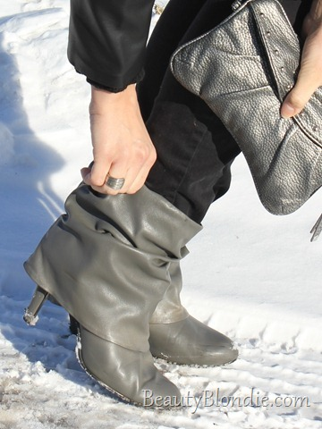 Short grey Boots with a Grey Hand Purse