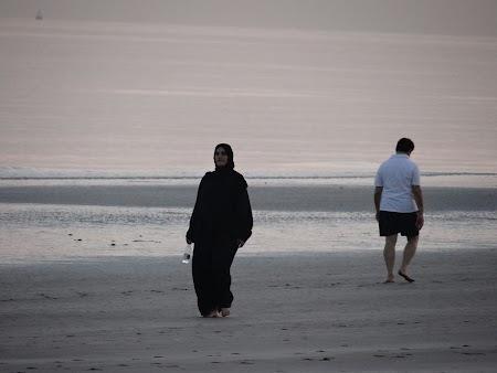 Imagini Oman: Plimbare de dimineata pe plaja
