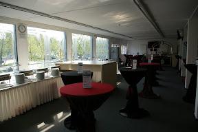 Der VIP-Bereich fasst etwa 150 Personen weniger als es entsprechende Plätze gibt.
