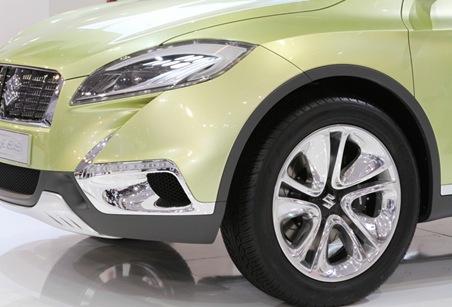 Suzuki S Cross Concept front fender