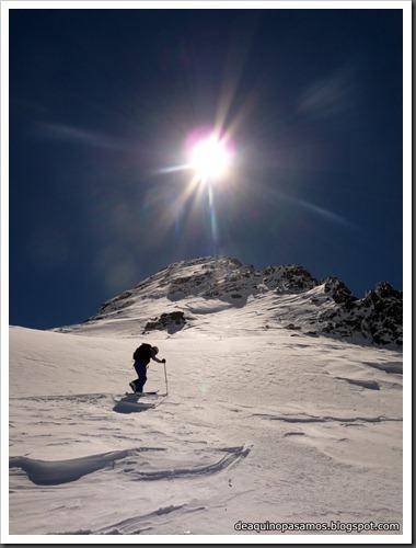 Arista NO y Descenso Cara Oeste con esquís (Pico de Arriel 2822m, Arremoulit, Pirineos) (Omar) 0772