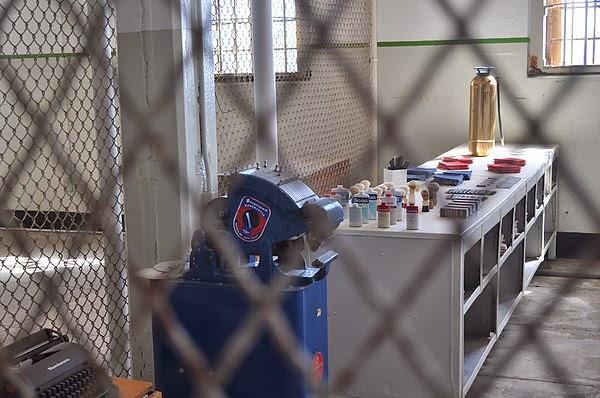 牢房的第一站