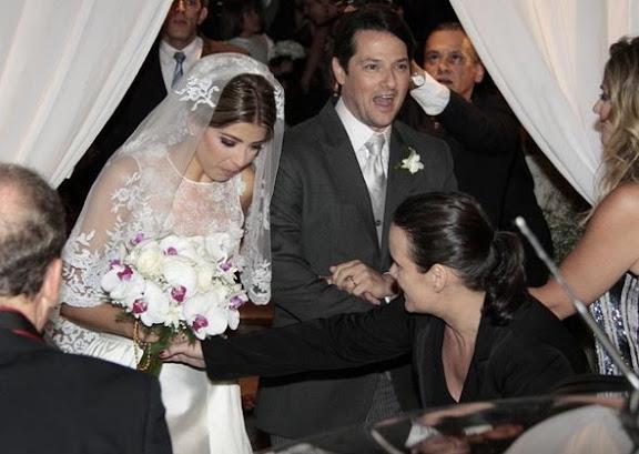 Roberta Fernandes e Marcelo Serrado durante a cerimônia de Casamento na Igreja do Carmo.