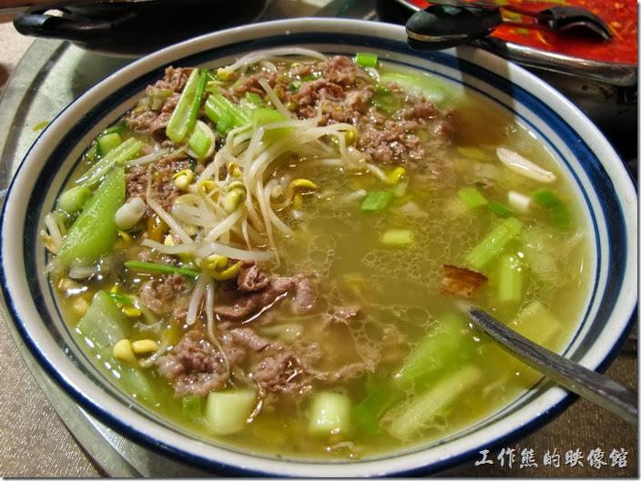 上海-干鍋居(貴州黔菜)。飄香肥牛,RMB$43。湯頭不錯,我覺得最好吃的是反而是飄在上頭的豆芽菜,因為吸飽了各式滋味。