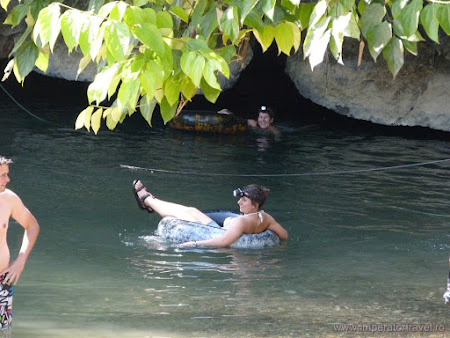 53. tubing in pestera.JPG