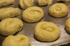 pumpkin-knot-yeast-rolls_1598_thumb[5]