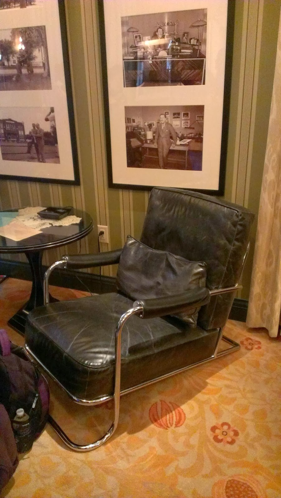 Eat like a real princess inside 1901 lounge in carthay for Big comfy leather chair