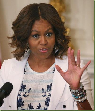 Michelle Obama Michelle Obama Makes Drink gq1bghEh77jl