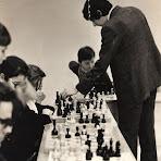 7.-Сеанс-одночасної-гри-проводить-Чернов-Є.А.,-1970-і-рр.1.jpg