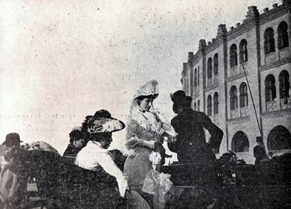 1903-07-02 (p. 9 SyS) Al salir de la plaza 001