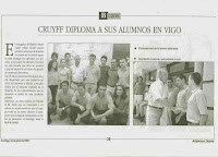 Cruyff_diploma_a_sus_alumnos_en_Vigo.jpg