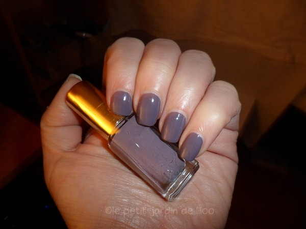 002-loreal-paris-color-riche-parisian-rooftop-mini-nail-polishes-review-swatches-