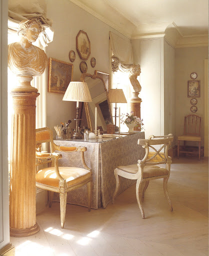 At the same country house, this beautiful boudoir is flanked by spring and summer terra-cotta allegories.
