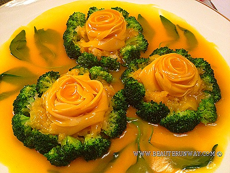 Old Hong Kong Legend Vegetarian Jade Abalone slices skilfully arranged white rose in blossom Grilled White Fungus broccoli Pumpkin Hong Kong Executive Chef signature nostalgic dishes  legendary culinary expertise