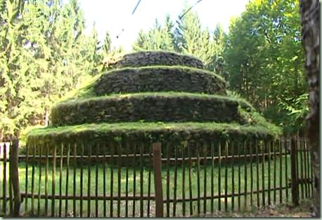 Steinpyramide a