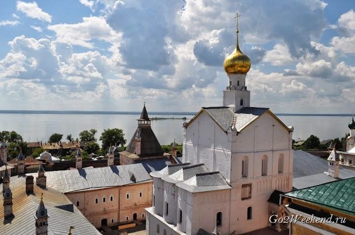 Rostov kreml viewpoint 3.jpg
