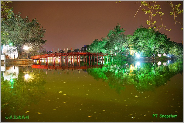 夜晚还剑湖上的玉山祠