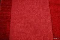 Tkanina obiciowa w pasy z efektem metalicznym. Czerwona.