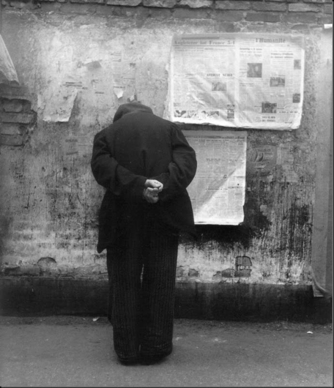 The reading wall Paris 1951-52 ©Louis Stettner - courtesy Galerie David Guiraud