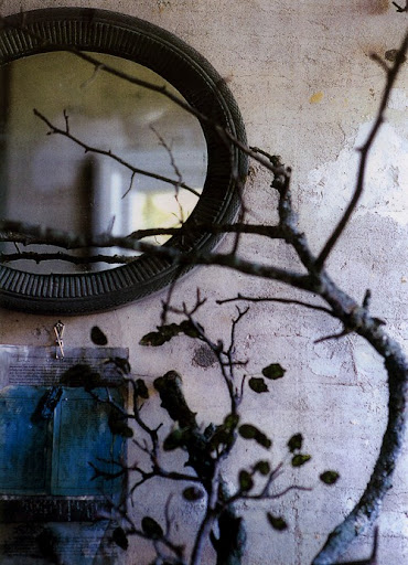 Eerie branches can be culled in a range of Halloween colors, or they can be spray-painted to work with your existing decor. Gnarly, twisting twigs have that ghoulish elegance to them inherently. (www.pinterest.com)
