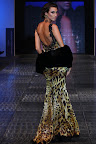 Vestido en satin con tela animal print. Gentileza: Express News