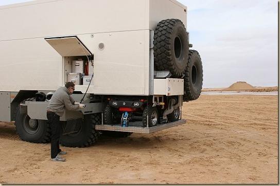 Traverser le désert en camion UNICAT TGA 6 × 6 (34)