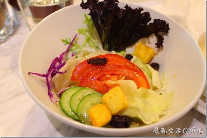 台南-地球咖啡烘培美食-早午餐。蔬菜沙拉,小小一盤,蔬菜還蠻新鮮的。
