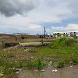 写真3: Sg. Planのスクウォッターの裏には商業地区開発が迫る / Photo3: Urban development is underway in the area of Sg. Plan squatter