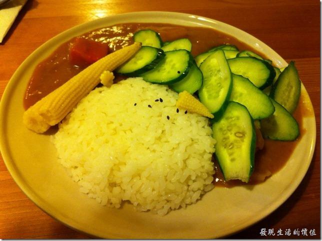 南港-蜥蜴廚房(LIZARD KITCHEN)。田園蔬菜咖哩,NT$75。是這裏最便宜的一道菜色,各人吃過一次,有點像在吃素的感覺,完全沒有半塊肉,就是小黃瓜及玉米筍多一點,另外咖哩內的紅蘿蔔及馬鈴薯也有多兩塊。