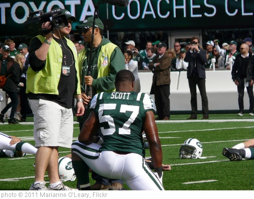 'New York Jets Linebacker Bart Scott Warms Up' photo (c) 2011, Marianne O'Leary - license: http://creativecommons.org/licenses/by/2.0/
