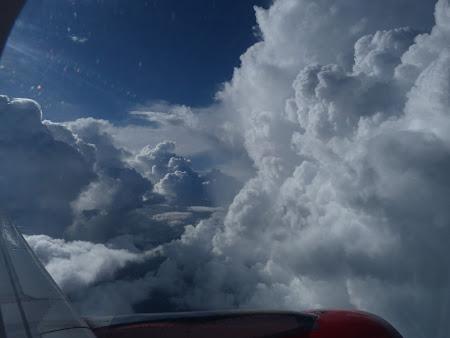 Imagini din avion: nori peste Thailanda