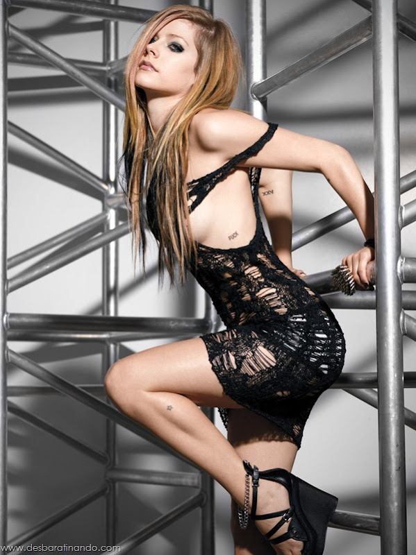 avril-lavigne-linda-sensual-sexy-nude-biquine-bikine-desbaratinando-sexta-proibida (103)