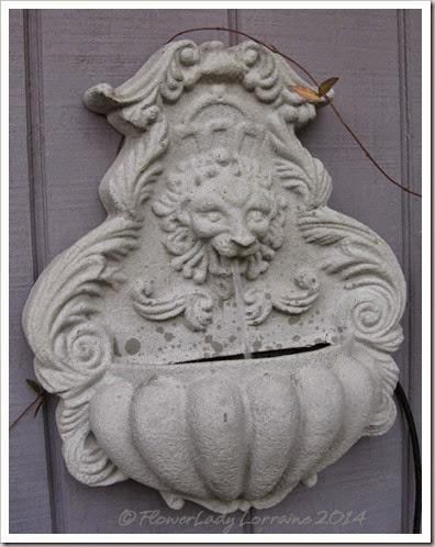08-27-lion-fountain2