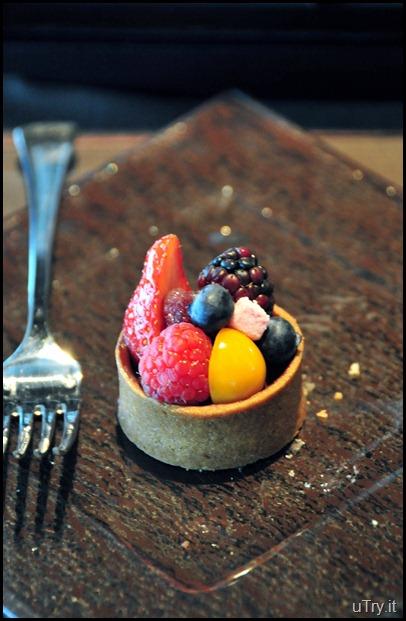 Berries cocoa tart, guimauve