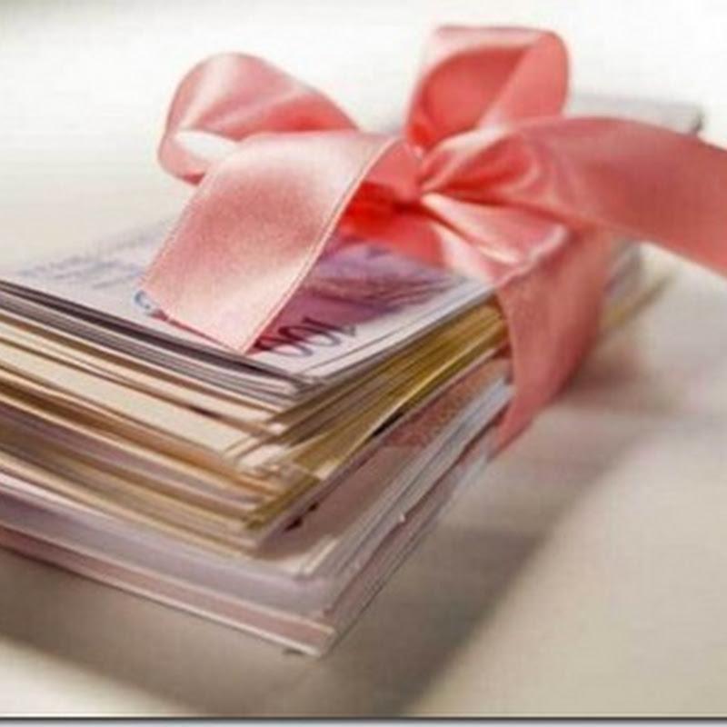 Adolescente posta foto de pilha de dinheiro no Facebook e tem casa assaltada