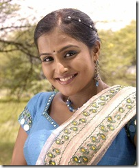Ramya Nambeesan smiling photo