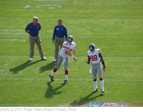 'Eli Manning Warms Up with Hakeem Nicks' photo (c) 2011, Rajiv Patel (Rajiv's View) - license: http://creativecommons.org/licenses/by-nd/2.0/