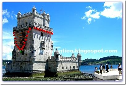 """Imagem da Torre de Belém envolta com um colar de bóias: """"A Jóia do Tejo"""", Joana Vasconcelos"""