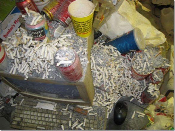 dirty-workstations-messy-5