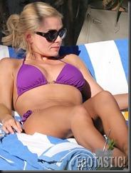 katherine-jenkins-bikini-body-in-miami-10-675x900