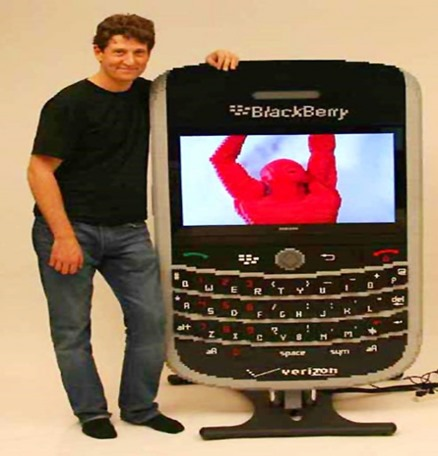 cool-latest-new-best-gadgets-Blackberry-Lego-bricks-493x685