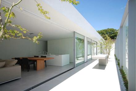 casa-de-cubierta-horizontal-shinichi-ogawa-associates