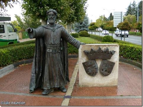 Estatura Sancho III el mayor en el parque de la Media Luna - Pamplona - Navarra