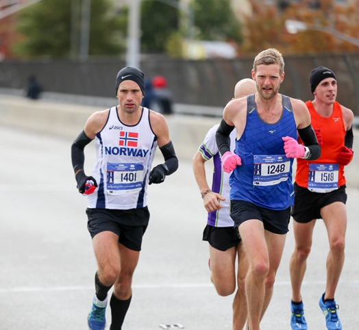 Even the elites keep their gloves on cold days - more tips for a good half marathon race day