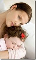 fotos de madres con sus bebes (7)