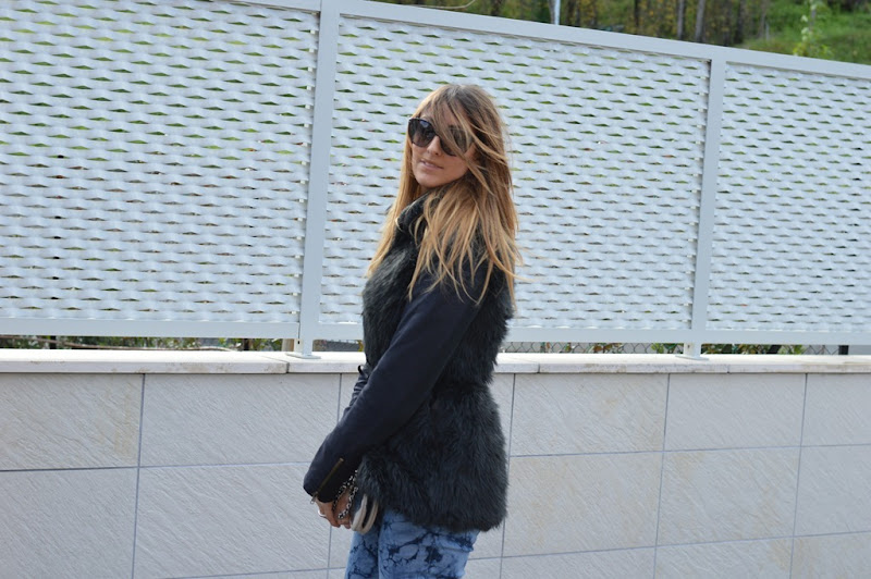 Pomikaki, Stradivarius, Dr. Martens, Pomikaki bag, Valentino, C&A, C&A jeans, fashion blogger, italian fashion bloggers, fashion blogger firenze, Stradivarius faux fur vest