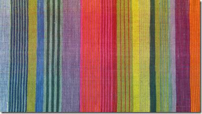 Stoff handgewebt pflanzengefärbt Detail2