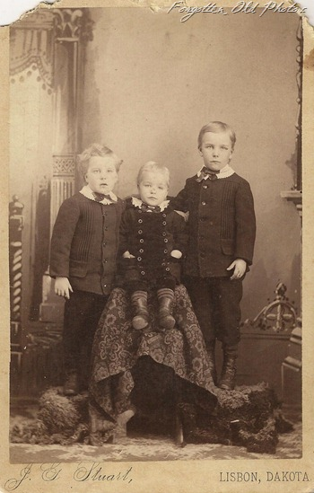 Cabinet Card Dakota Territory kids Flea Market
