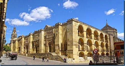 800px-Mezquita_de_Córdoba,_exterior_del_muro_de_la_quibla.