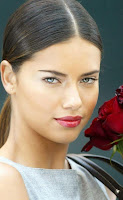 Victorias-Secret--Adriana-Lima-with-red-roses-1136x700.jpg